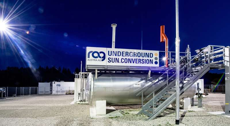 Night view of a facility for underground sun storage / © Karin Lohberger (RAG)